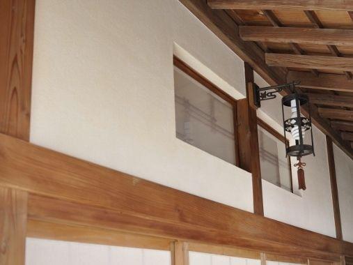 廊下欄間-漆喰壁