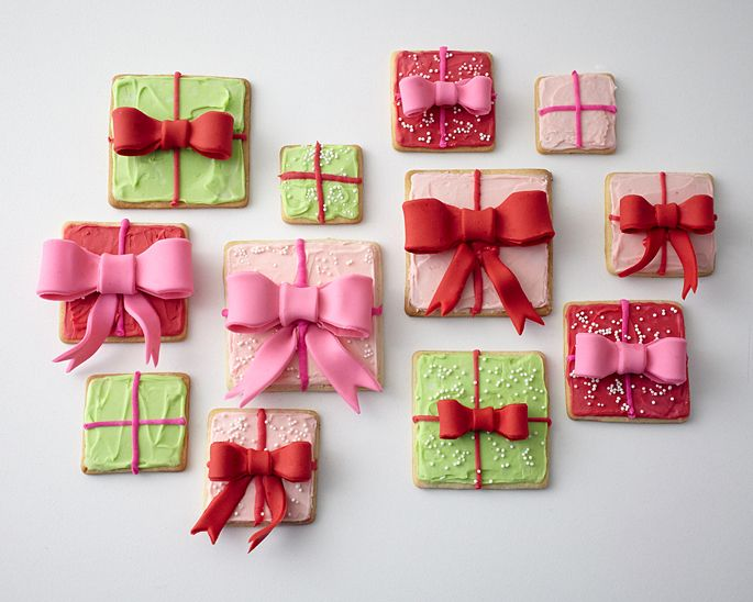 How to make holiday gift box cookies • CakeJournal.com: Christmas Cookies, Projects Cakegirl, Cakes Decor, Boxes Cookies, Holidays Gifts, Fondant Sugar, Cookies Tutorials, Fondant Bows, Gifts Boxes