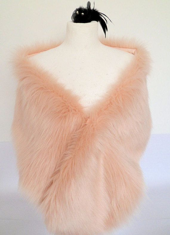 A long, soft and silky faux fur in blush. This stole is approx 62/154 cm long and 8.5/22 cm wide (10 or so including fur). It is lined with
