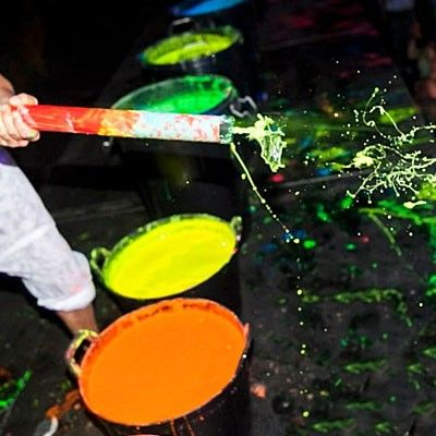 Pistola per la vernice UV Splash party, spruzza il colore fino ad 8 metri di distanza!