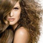 Sposoby na puszące się włosy.