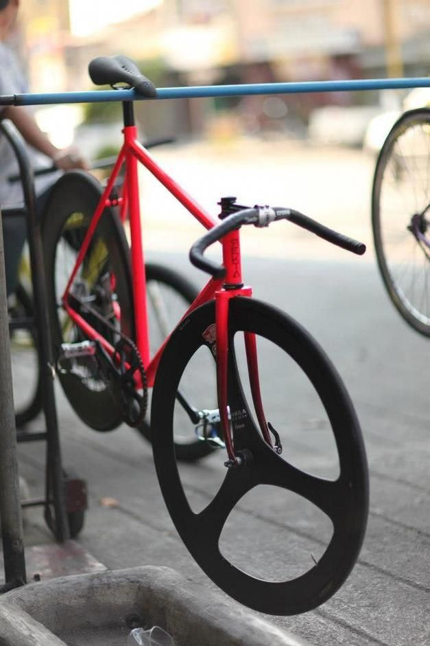 The Bike Is Nice But To A Collector Of Bikes I Like The Rack Coolbikeaccessories Roadbikeaccessories Bestroadbikes Roadbikegear Bestwomensb 自転車に乗る ピストバイク 自転車