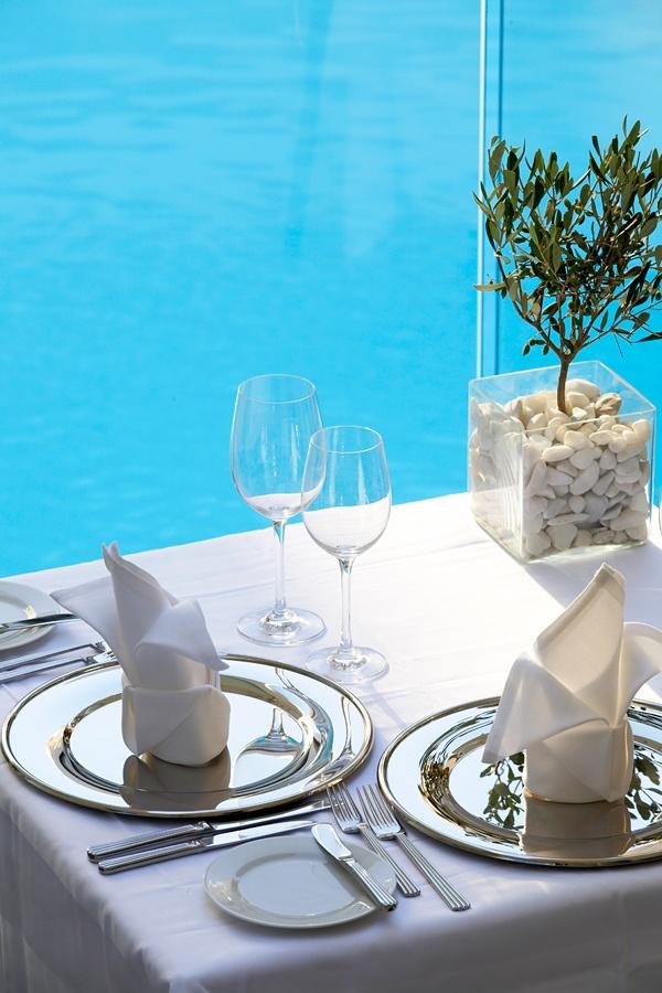 Al fresco dining by the pool at Vetri Restaurant - www.galaxy-hotel.com