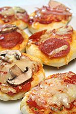 Pizza - Mini pizza's voor bij het aperitief - Koken met Trendy Recepten http://www.trendyrecepten.nl/aperitief/minipizza.html