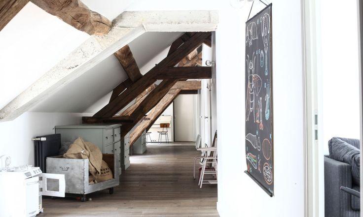 Couloir sous la charpente par The Socialite Family  #toit #bois #espace