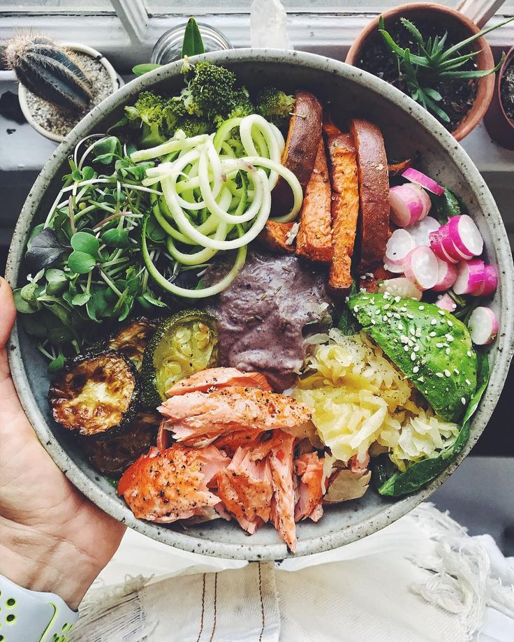 hello, beautiful! a bed of mixed greens topped with.. well, what is this bowl NOT topped with?😂 ghee roasted broccoli, roasted zucchini, sweet potato fries, radish, avocado, sauerkraut, broiled salmon fillet, my black bean dip, zucchini, and arugula sprouts. this hit the spot. it always does. 🤤 #leefromamerica #bowlsbylee