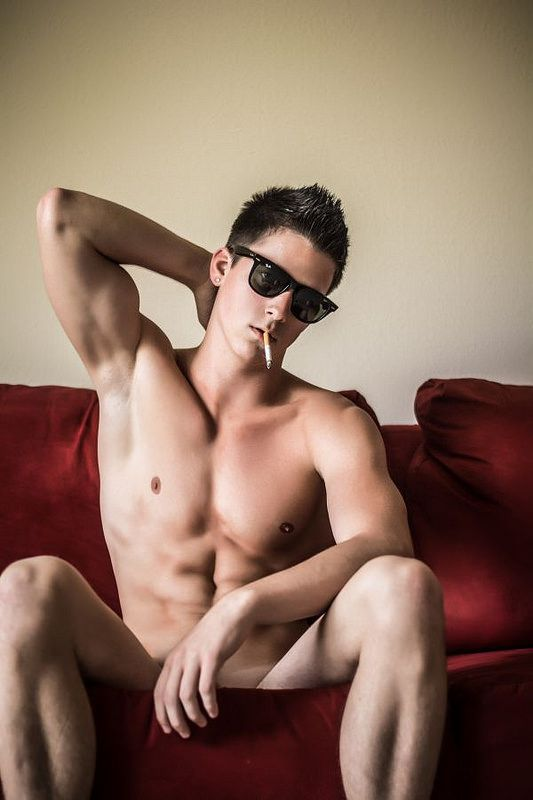 Hot men smoking nude