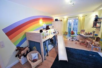 Ob buntes Spielzimmer, edles Wandtattoo oder Fassadengestaltung, das Malergeschäft Uhrmacher GmbH in Hattingen (45525) berät Sie gern. | Maler.org