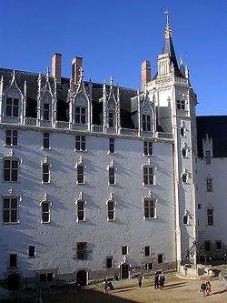 Het Edict van Nantes op 13 april 1598 door Hendrik IV uitgevaardigd tot een edict. De hugenoten (protestanten) kregen recht om hun  geloof  te behouden in een paar steden in FR. Dit maakte deel uit van de politiek van Hendrik IV. Later schaft Lodewijk XIV dit af