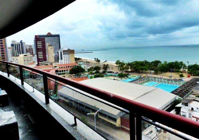Vende-se flat a uma quadra da #praia, em #Fortaleza! Com 78,17m², o imóvel possui uma #varanda de 10m com vista total para o #mar e feirinha de #artesanato !