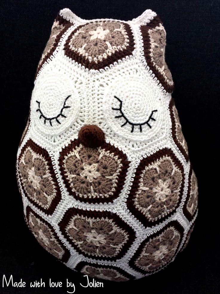 Maggie The Owl Pillow Design By Heidi Bears Virkattua