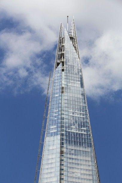 El edificio de 72 plantas The Shard, en Londres, Gran Bretaña, fue diseñado por Renzo Piano. Oficinas, hotel, apartamentos de lujo... un edificio impresionante por el que el agua circula gracias a sistemas de tuberías y soluciones empotradas Geberit.