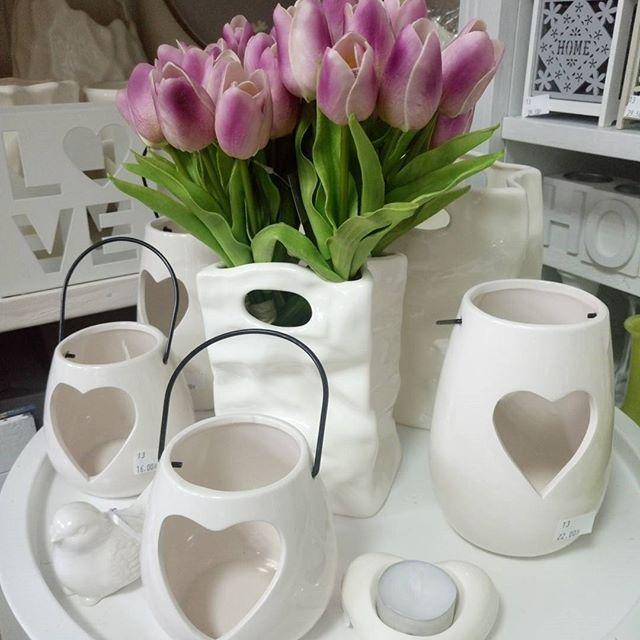 Dzień dobry 💕 💕    #dekomotyw #bestofshoper #sklepinternetowy #ceramika #wazony #oslonki #garden #flowerstagram ##tulipany  #spring #springtime #wiosna #maj #dekoracje #decoration #home #myhome #honedecor #details #detale  #desing #wystrojwnetrz #dodatki #dodatkidodomu #torun #instainspiration #inspiration #inspiracje