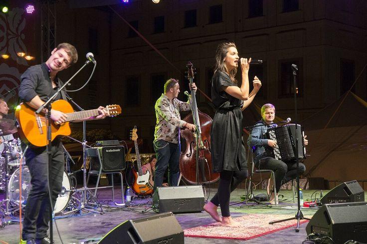 Fotogaléria - FOTO+VIDEO: Jarmok vrcholí, s Janou Kirschner spievalo zaplnené námestie | BBonline.sk