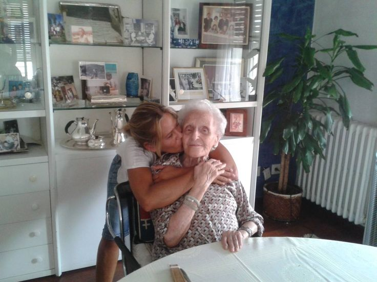Yaya. 95 anys. Només ens queda ella! I ha fet feina, 7 fills, 21 nets i 14 besnets més un en camí.