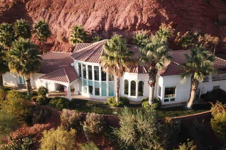 Adams Family Red Hill White House Grand Retreat Houses For Rent In St George Utah United States Retreat House Renting A House Red Hill