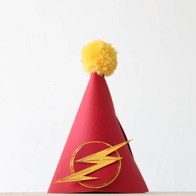 ⚡ . . . . . . . . #partyinspiration #kidspartyideas #papercraft #handmade #dccomics #flash  #детскийпраздник #праздникхабаровск #хабмама #колпачокдляфотосессии