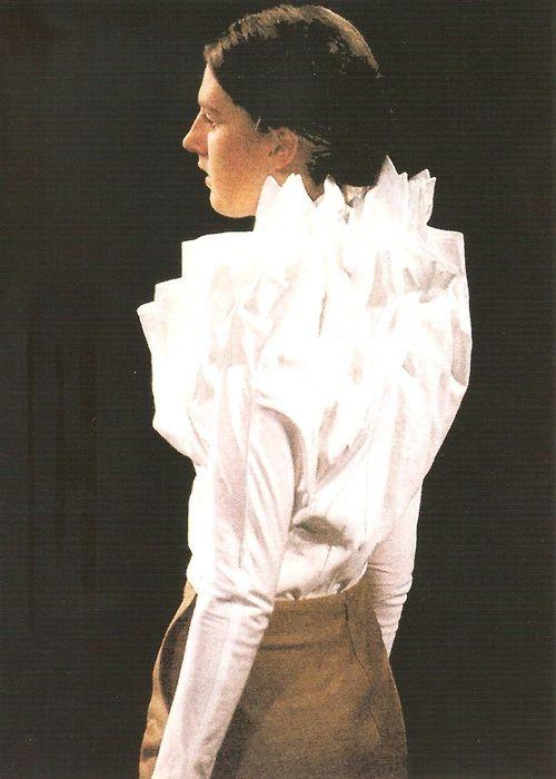 WildGoddess via dekonstruktivisme: Angelo Figus autumn—winter 2000—01.