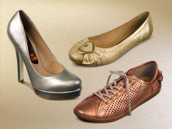 Os calçados metalizados estão com tudo nesta temporada e o melhor... prometem continuar firmes, fortes (e lindos!) para a Primavera-Verão 2013. E aí, já escolheu o seu sapato metalizado preferido? :)