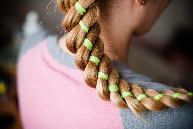 Что такое плетение кос с лентами? Пошаговые инструкции: как заплести французскую косу с лентами, плетение косы из 4 прядей с лентой, или двумя. Отзывы.