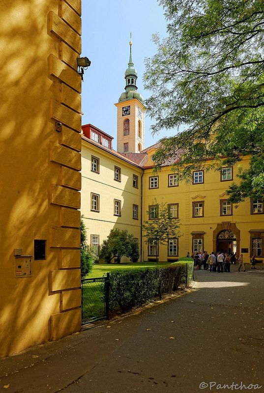 Prague : Klementinum,  nádvoří západ    2/2