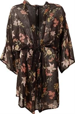d8bcb2672090 Ofelia. Sarina kimono. Sort med blomster.
