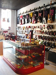 Tym guitars is an independent guitar and music shop like no other in Australia, possibly even the world. We offer our customers the best range of vintage to affordable second hand guitars, amps and effects pedals in Brisbane, with safe online buying and we ship all over the world
