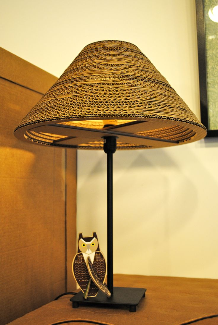 Lámpara de cartón con pie