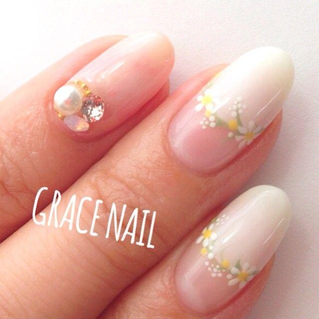 流行中の花かんむりを指先にも♡とっても可愛い『花冠ネイル』のデザインカタログ* | GIRLY