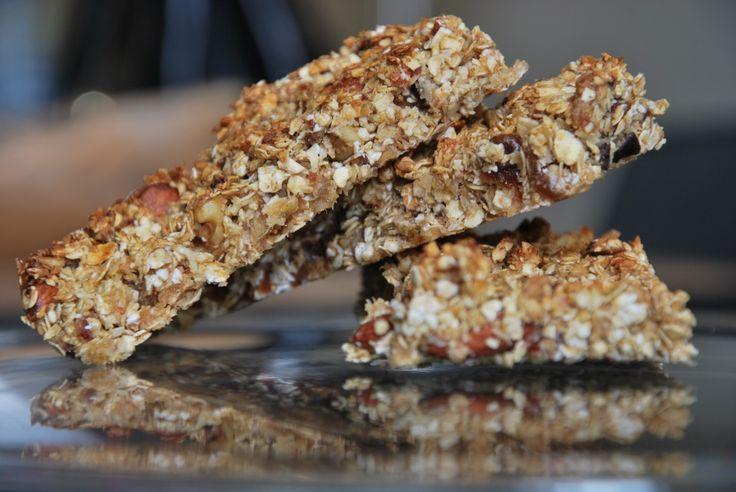 Een gezonde mueslireep (of 'granola bar') zonder geraffineerde suikers, maar boordevol smaak. Bovendien is de reep makkelijk glutenvrij te maken.