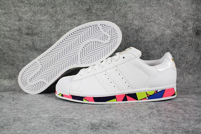 2012-New-Arrival-Adidas-Superstar-3-Picasso-Limited-Edition-Shoes-Bottom-Mosaic-White---00008-31763.jpg (700×466)