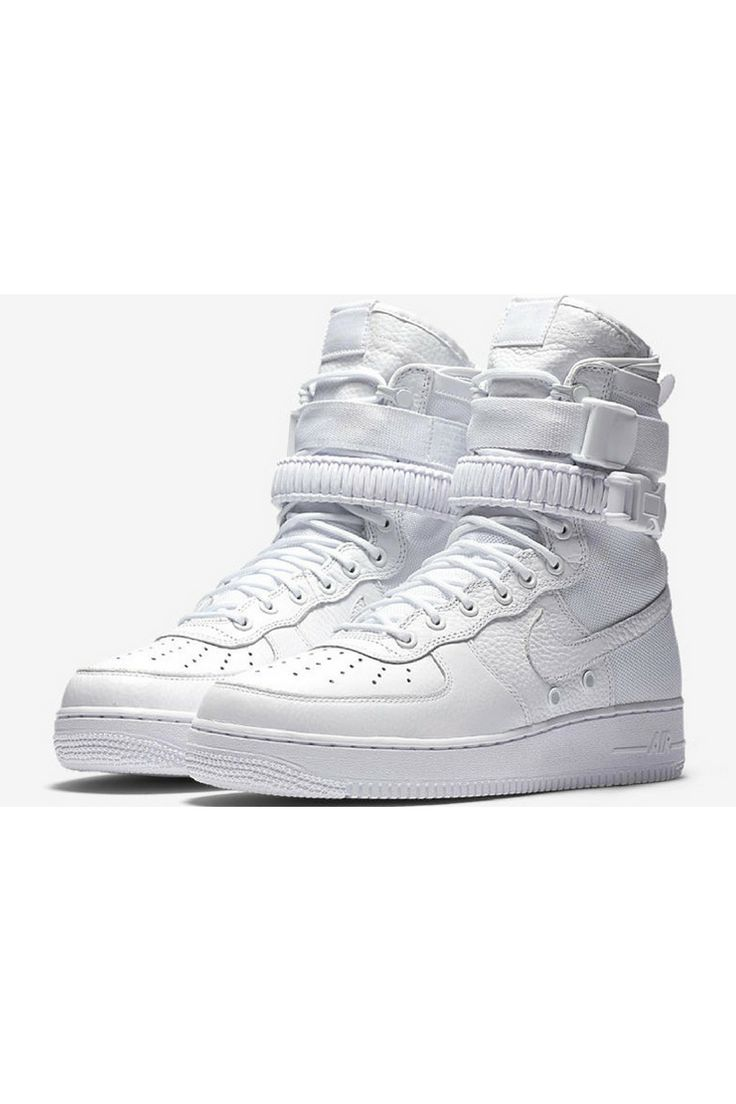 Nike Special Field Air Force 1 Triple White 進化したスニーカー「スペシャル フィールド エア フォース」が12月8日に抽選販売!  http://gqjapan.jp/fashion/news/20161205/sf-air-force-1-triple-white#pages/1