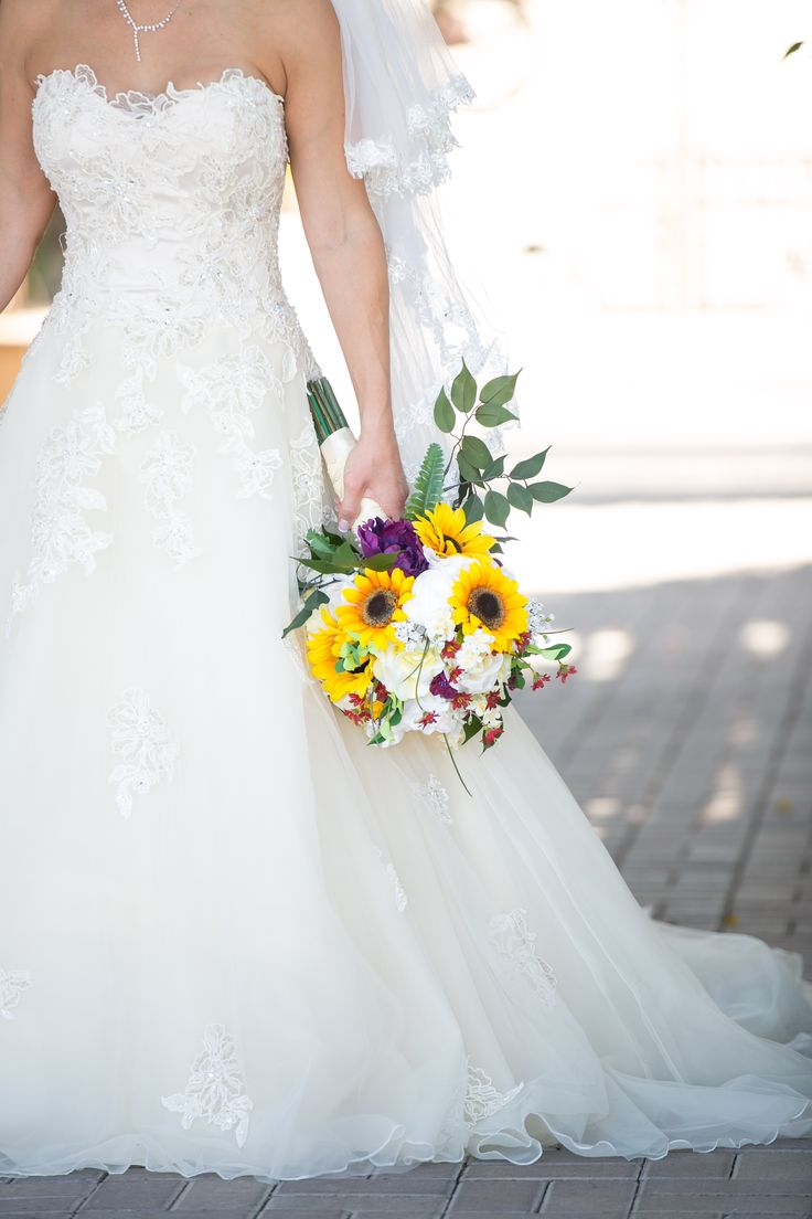 The 89 best Sunflower Centerpieces, Decorations, and Bouquets images ...