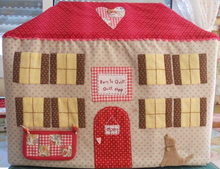 Fachada de la casa cubre m quina de coser patr n de - Casas de patchwork ...