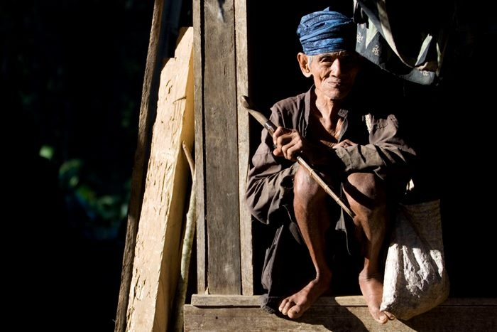 Baduy People, in Banten, Indonesia. The religion of the Baduy people, known as Agama Sunda Wiwitan, combines elements of Hinduism, Buddhism and traditional beliefs, including various taboos such as not eating food at night, touching money, accepting gold or silver or even cutting their hair. (Photo by Ulet Ifansasti/Getty Images) 2010 Ulet Ifansasti