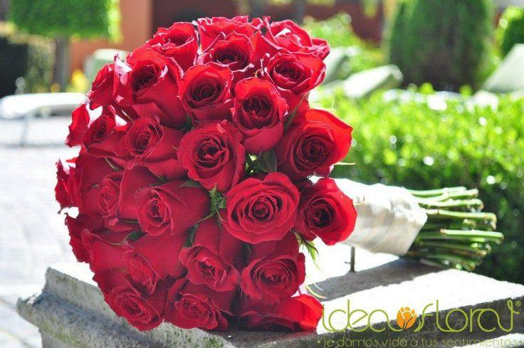 Un hermoso bouquet de rosas rojas