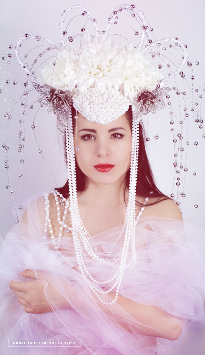 """Innocence in white"" Model: Aleksandra Wróblewska Photo/stylization/fascinator: Gabriela Lecyk"