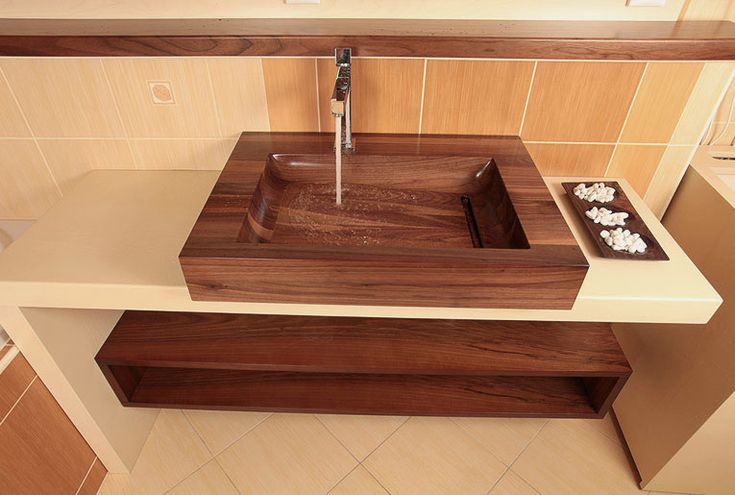 Dřevěné umyvadlo HRANO - ořech http://podlahove-studio.com/content/40-drevene-koupelny-drevene-vany-a-umyvadla
