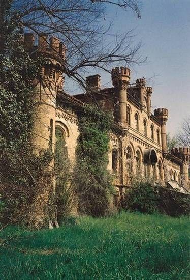 Villa Conte Grosso, Il Castello Neogotico di Marene, Cuneo, Piemonte, Italia