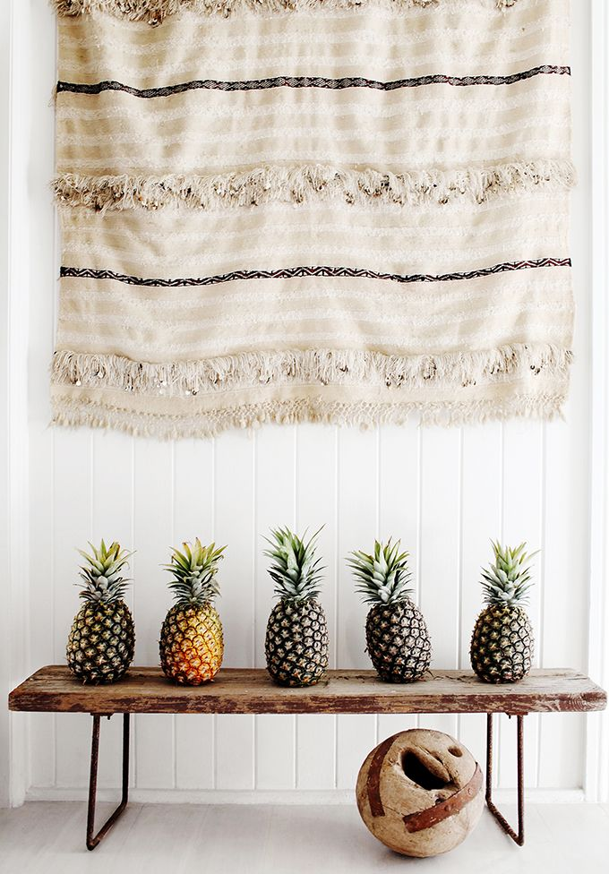 Who knew pineapples could be so decorative?  Pinned by Cara @ www.lumitrix.com