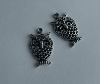 Riipuksia - antiikkihopeisia, myyjä HandmadeMinna http://www.taitomaa.fi/shop/HandmadeMInna