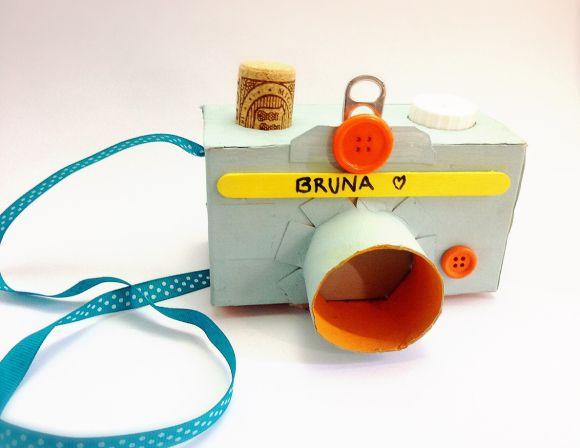 DIY Cardboard Camera - cámara de juguete con cartón