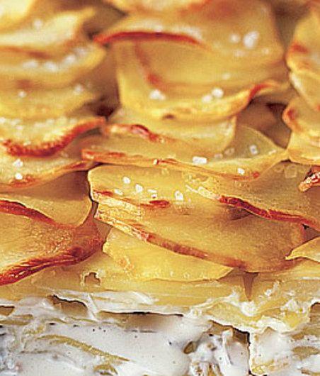 Zapečené smetanové brambory podle Apetitu (http://www.apetitonline.cz/recepty/23-zapecene-smetanove-brambory.html)
