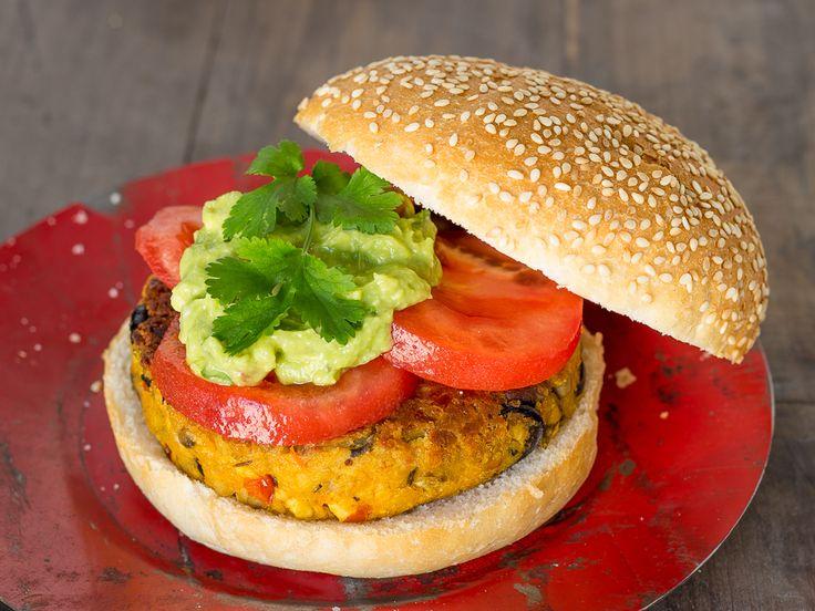 BURGER VEGANA | Hamburguesa de garbanzos y tofu. Es muy fácil de preparar y está repleta de proteínas vegetales. ¡Absolutamente deliciosa!