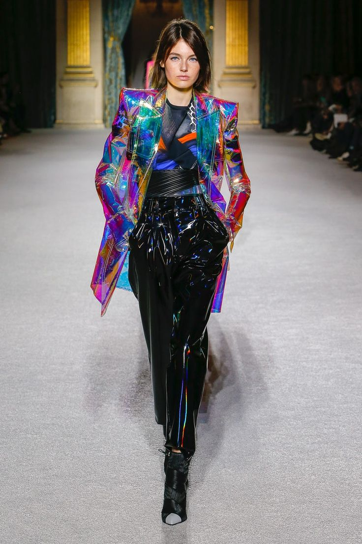 Day Dresses Dresses Curvy Dresses Elie Saab Clothes 2020 DISCOUNT CODEIridescent structured coat and high wasited black pants Balmain Fashion Week, Look Fashion, High Fashion, Fashion Show, Fashion Outfits, Fashion Design, Fashion Trends, Fashion 2020, Fashion Pants