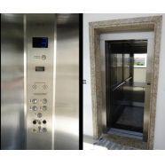 Elevador monta carga para restaurante  É um elevador para carregar produtos que chegam ao restaurante, agilizando assim o estocamento e armazenamento dos mesmos. Saiba mais no link!