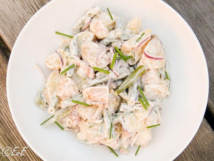 Het bbq seizoen is weer geopend! En bij een bbq hoort een frisse salade. Hierbij een recept voor een simpele maar lekkere aardappelsalade. Ingrediënten (als bijgerecht voor 4 a 6 personen) 500 gram...