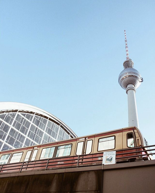 Lovely blue sky berlin blauer himmel fernsehturm television tower berlin city