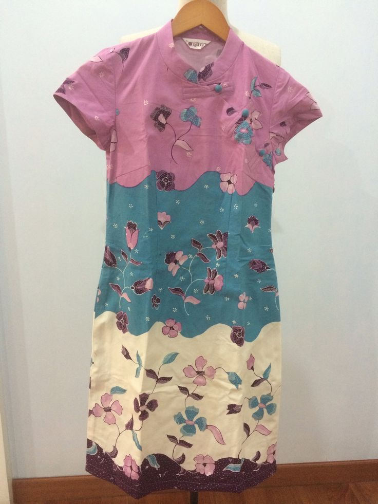 Cheongsam dress made from batik tulis 3D Cirebon. Dress is made by Dongengan (Facebook: https://m.facebook.com/dongengan)