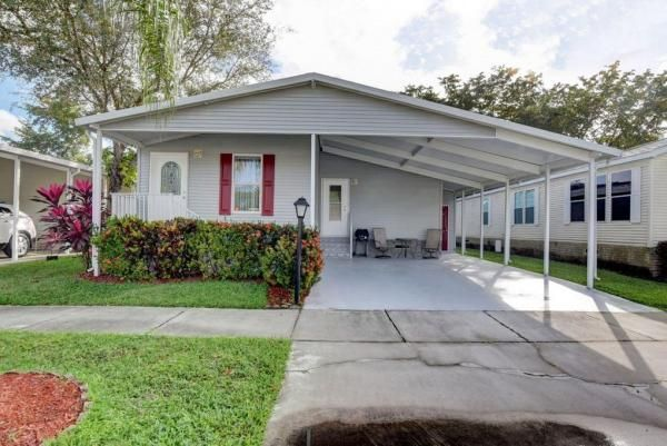 2005 Palm Harbor Mobile Manufactured Home In Coconut Creek Fl Via Mhvillage Com Mobile Homes For Sale Manufactured Home Ideal Home